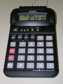 Photographie d'une calculatrice parlante.